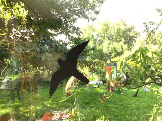 Hier sieht man in den Ateliergarten. Bei schönem Wetter können wir draußen arbeiten.