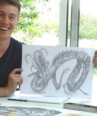 Ein begeisterter junger Mappenkursteilnehmer möchte seine Kunstmappe-erstellen. Zu seiner Kunststudium-Studienvorbereitung besucht er die Mappenschule-Frankfurt-Atelier-Irene-Schuh