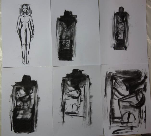 Aktzeichnen Fifur stehend in Kohle in der Kunstschule Frankfurt Atelier Irene Schuh