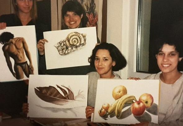 Viele glückliche Zeichenkursteilnehmer*innen im Kurs Zeichnen lernen in Frankurt-Kurs der Kunstschule Frankfurt Atelier Irene Schuh